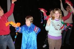 Therese och Ida i regndansen